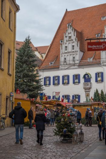 Late Gothic town hall and huts during the Meissen Christmas market