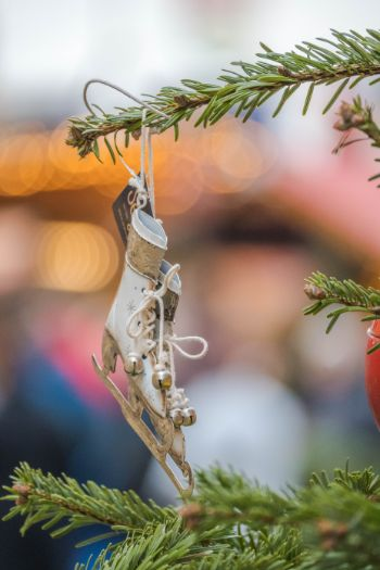 ice skate tree ornament at Meissen Christmas market