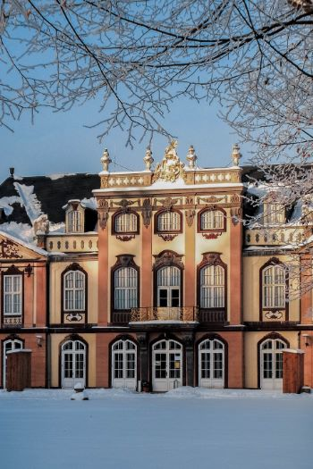 Park and Palace Molsdorf in Erfurt covered in snow