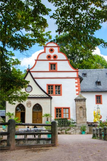 the white main building at Kochberg Castle in Germany
